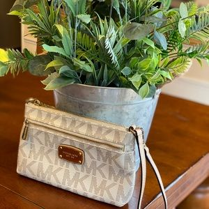 Michael Kors white and beige wristlet w/gld zipper